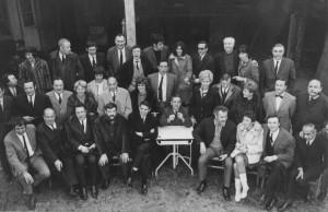 photo famille 20 ans des 3 Baudets.  autour de J.Canetti Brel Brassens...